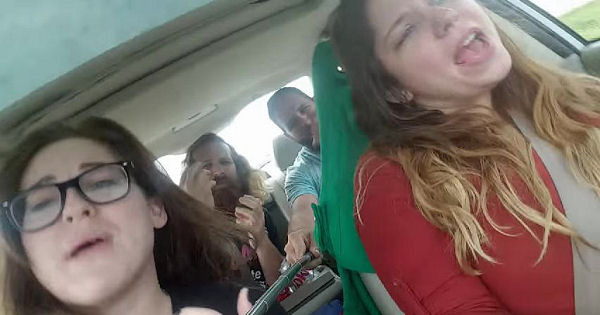 Image of 「車内でカラオケ」は健康的!歌う人ほど長生きする科学的理由とは?