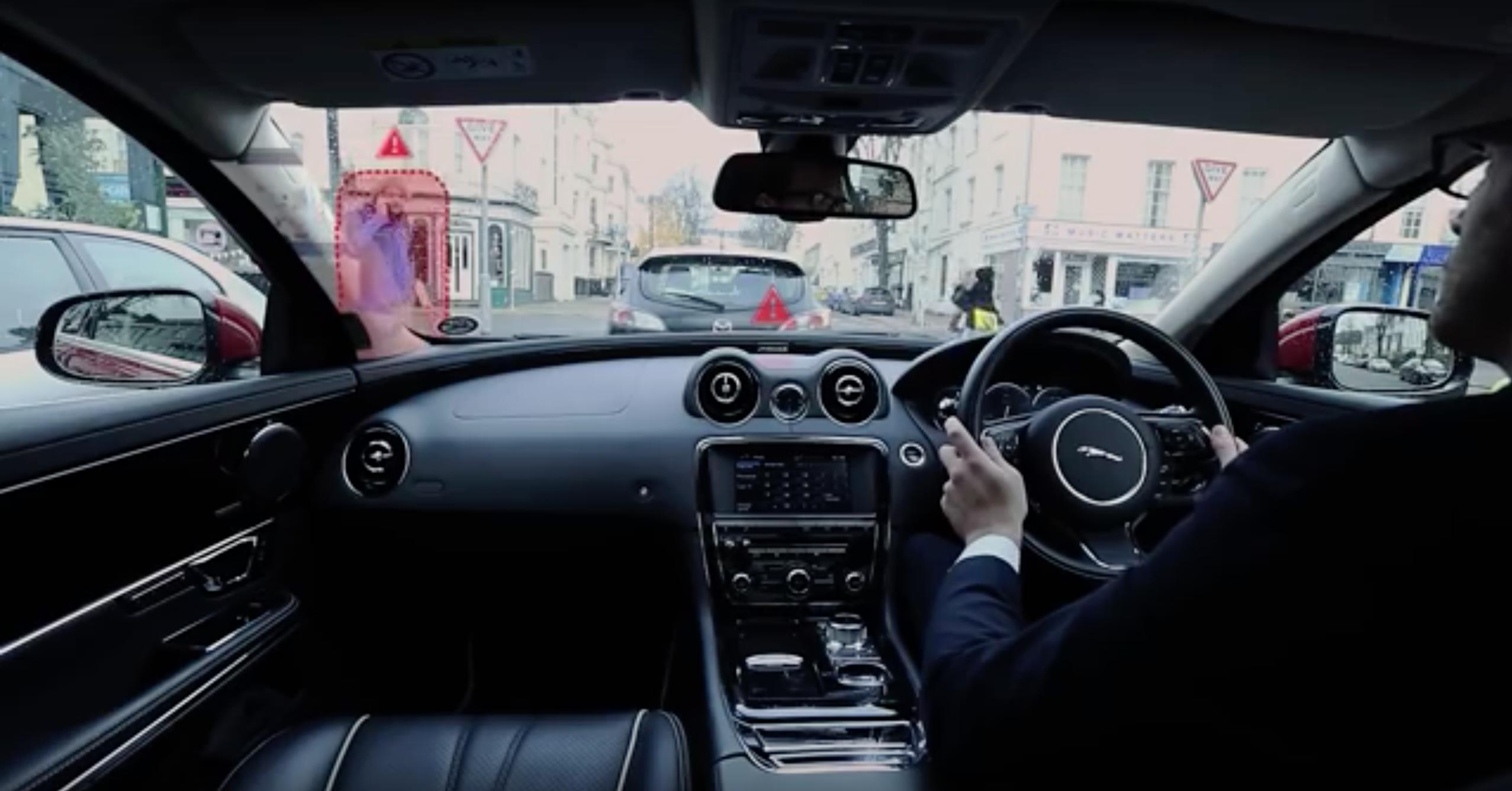 Image of 車の最新技術!ジャガーは「柱が透明」で周囲が全て見える=死角なし!!